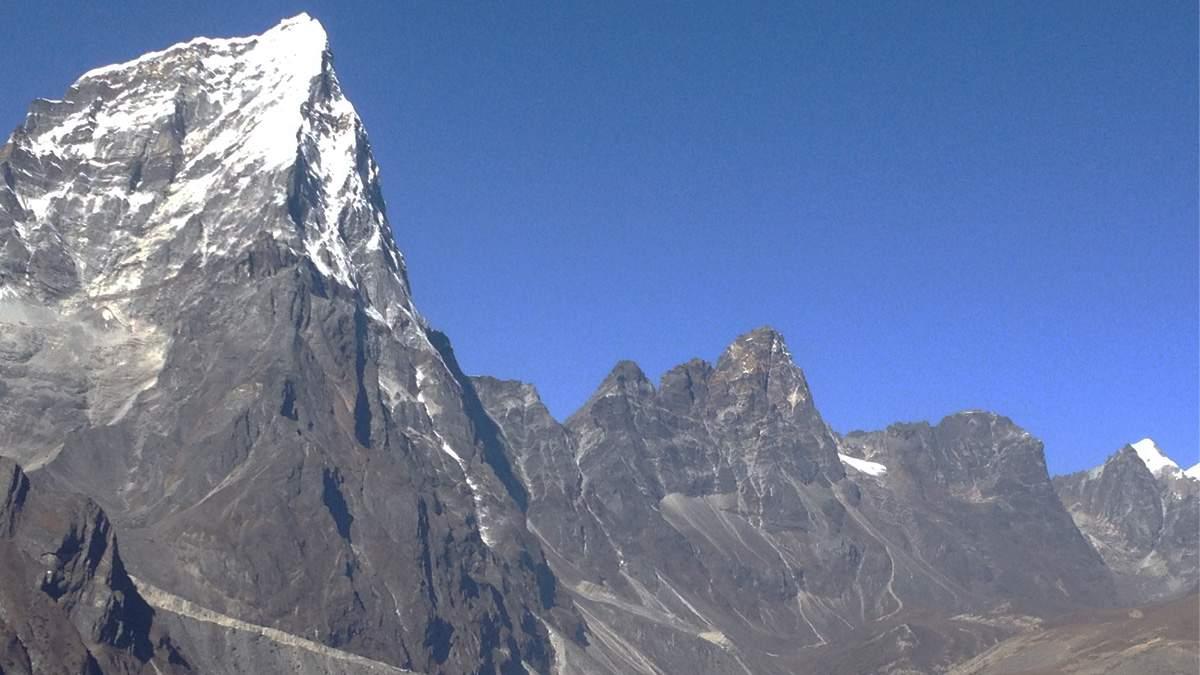 Cholatse Peak