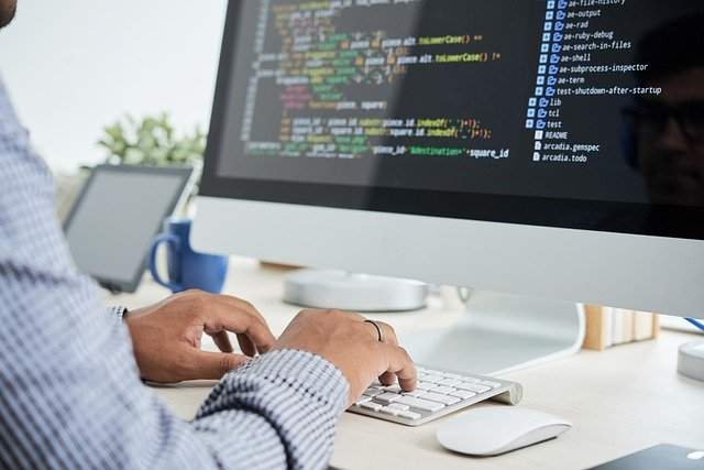 What Factors Influence The Cost of Custom Software Development?